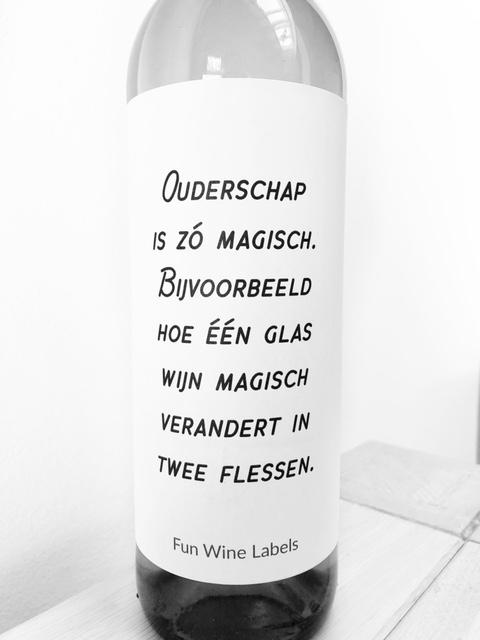wijnetiket magische wijn, voor een wijndrinkende ouder